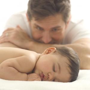 llanto del bebé, masaje infantil